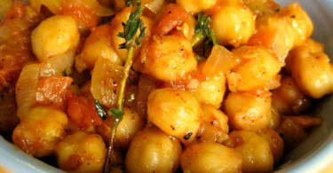 Boiled and fried channa